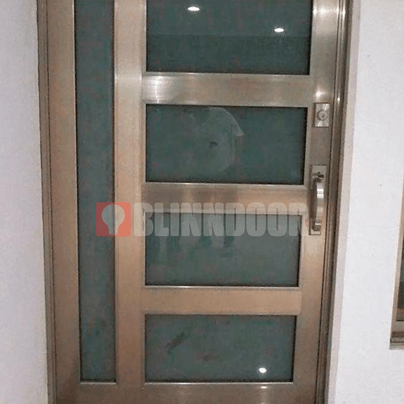 puerta-con-vidrios-metalica-blinndoor-puertas-de-seguridad-para-casas
